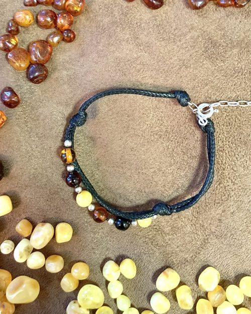 Bursztynowa bransoletka CHARMING – srebrne wykończenie