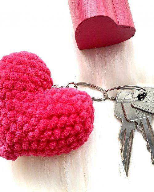 WALENTYNKOWE SERDUSZKO – breloczek do kluczy, zawieszka na kółeczku metalowym, różne kolory, mini – 7cm
